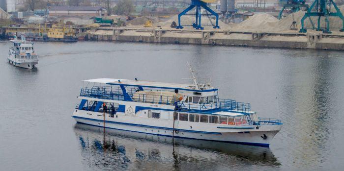 Киевский завод отремонтировал четыре прогулочных судна: фото