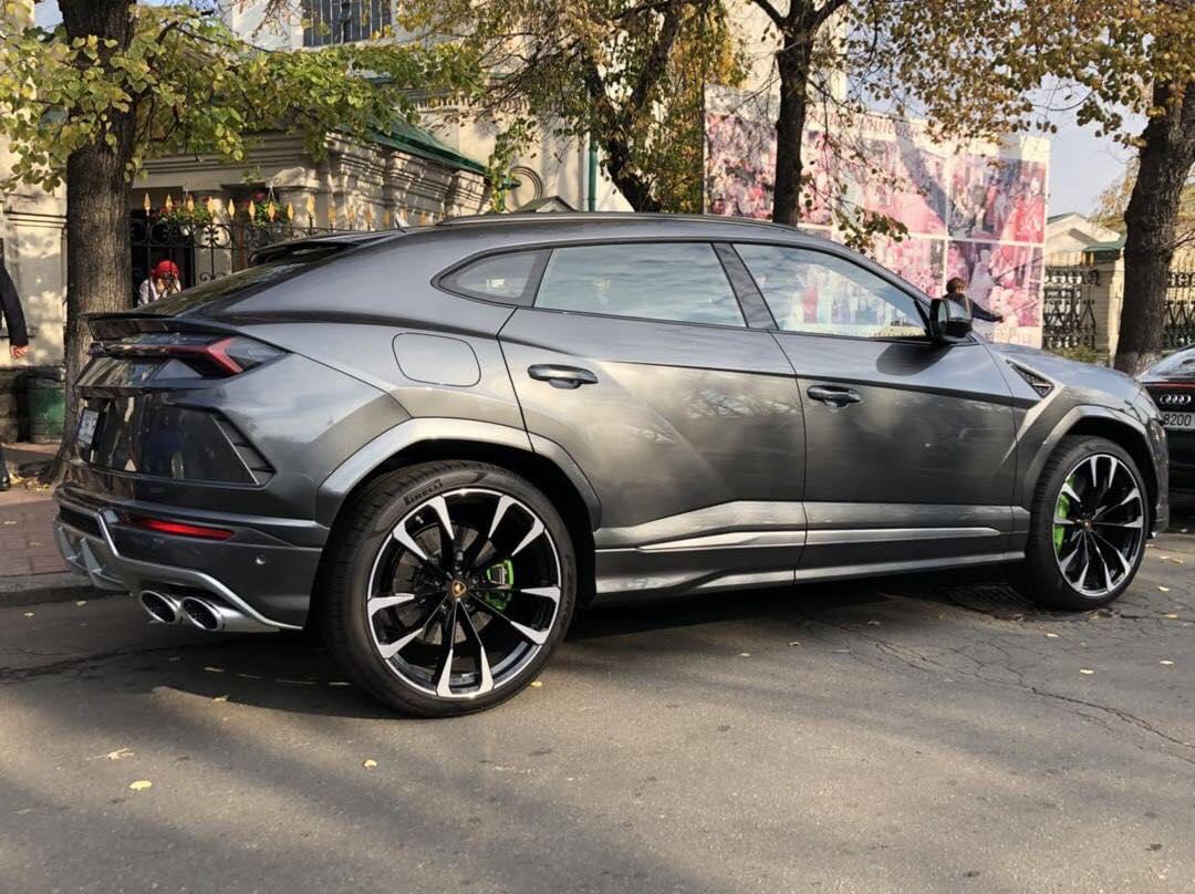 Гендиректор Укрбуд Девелопмент Олег Майборода опубликовал фото автомобиля Максима Микитася – первую в Украине Lamborghini Urus, стоимостью $700 000, фото: Олег Майборода / LIGA.net