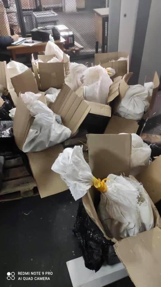 В аэропорту Борисполь задержали крупнейшую в истории партию янтаря: фото