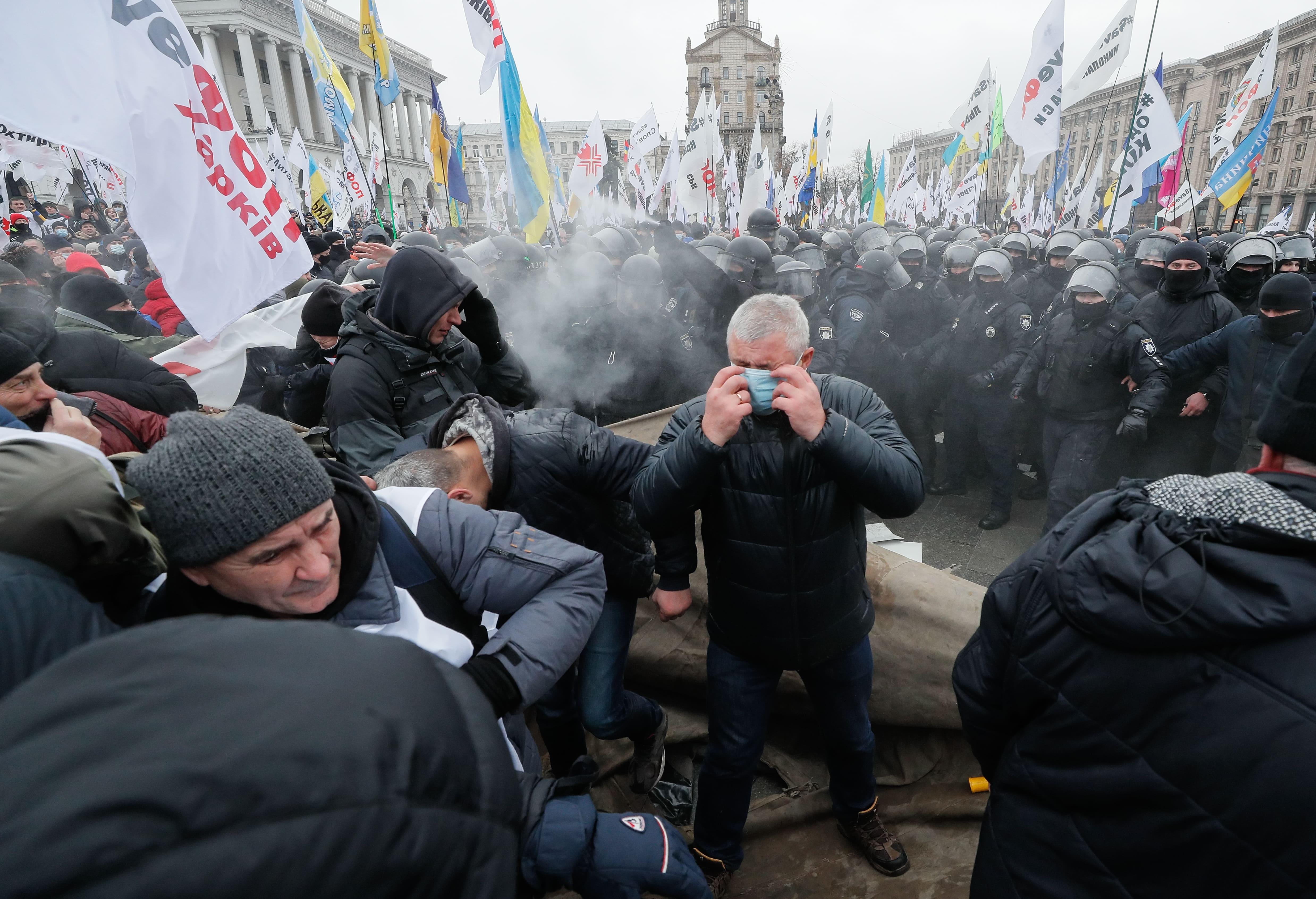 Столкновения протестующих с правоохранителями (фото – Сергей Долженко/EPA)