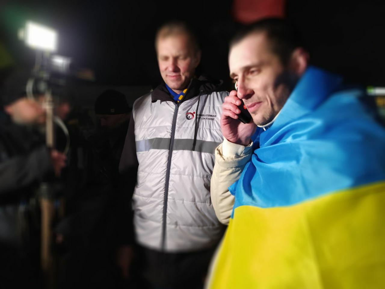 В Україну повернувся в'язень Кремля Олександр Шумков: фото