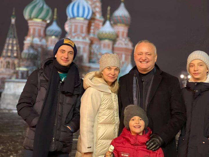 """Экс-президент Молдовы Додон после отставки поехал в Москву и назвал россиян """"братьями"""""""
