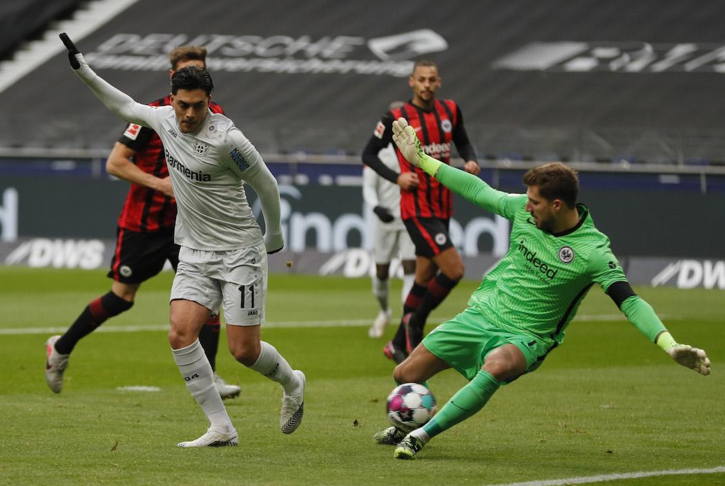 Амири забивает гол в ворота Айнтрахта (Фото: EPA-EFE/RONALD WITTEK)
