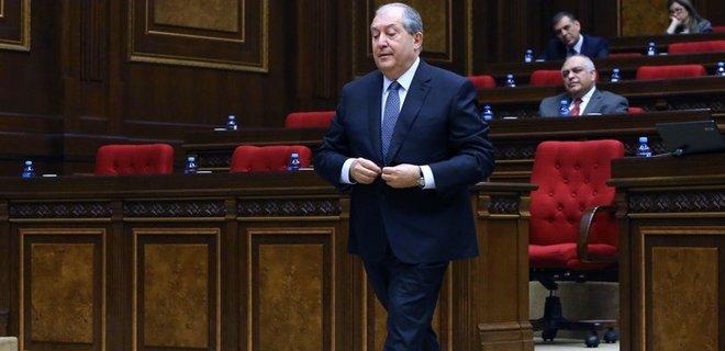 Президент Армении госпитализирован в Лондоне. У него пневмония из-за коронавируса