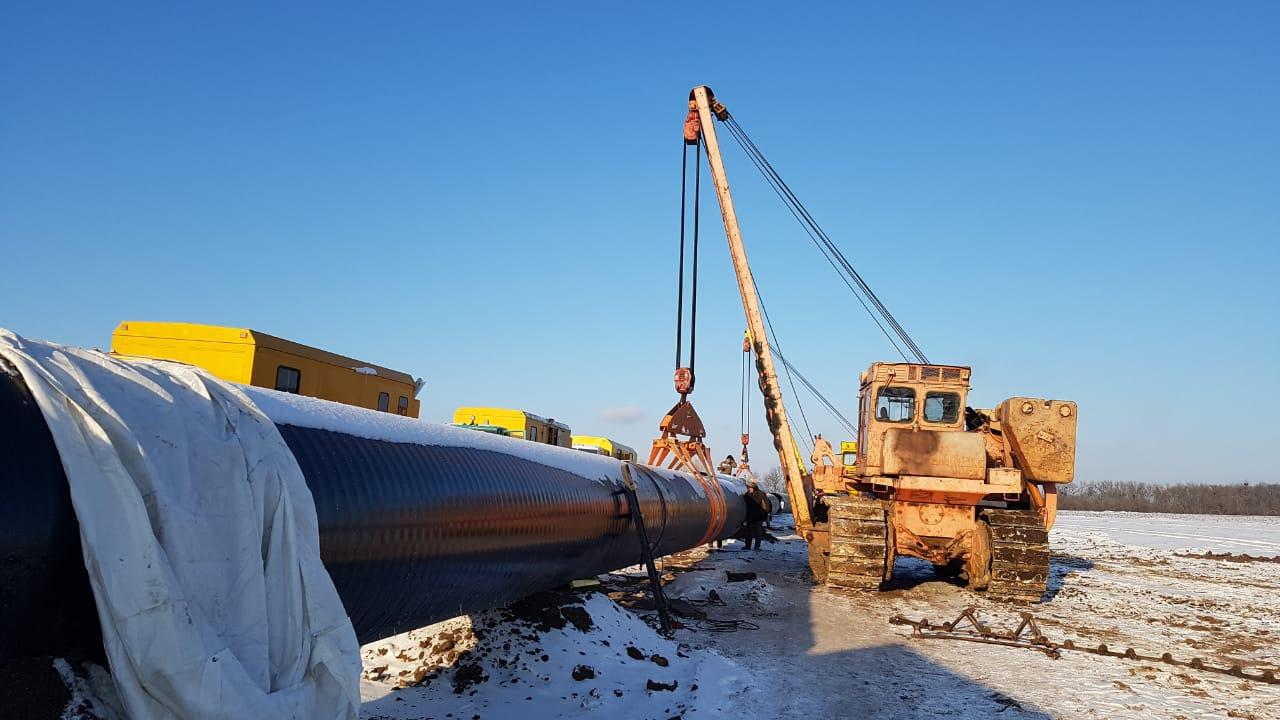Под Лубнами при -15 продолжают восстанавливать газопровод после взрыва: фото