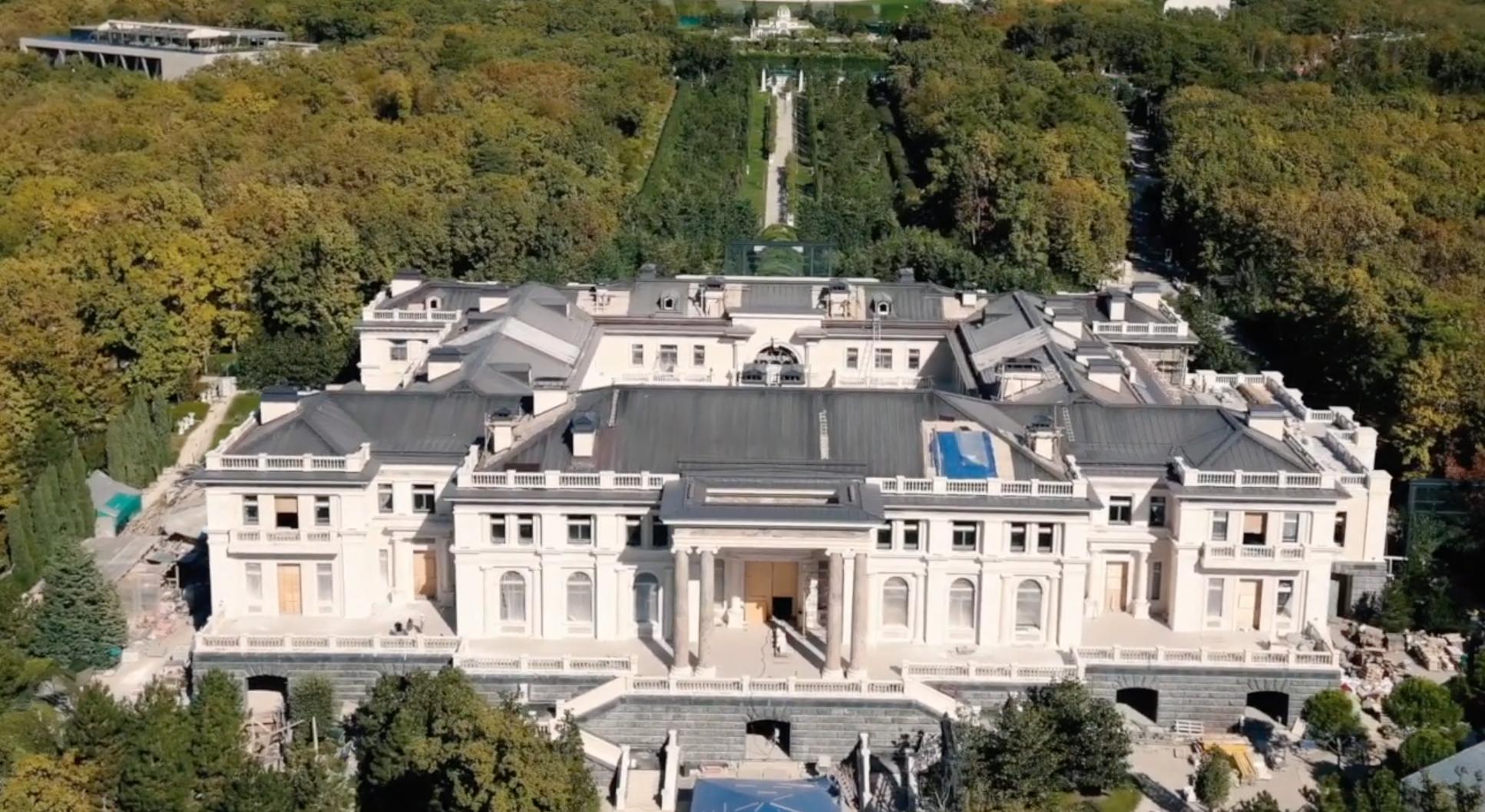 Дворец Путина – новое расследование ФБК и Навального – видео - новости  Украины, Мир - LIGA.net