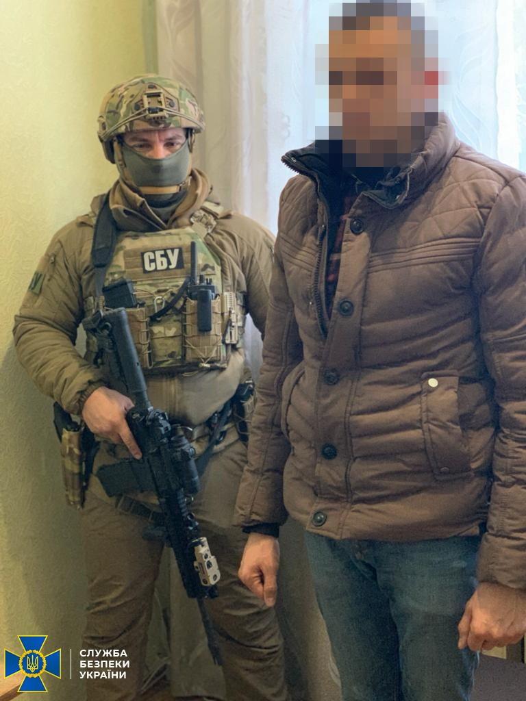 СБУ взяла боевика: пропускал на Донбасс военную технику из России – видео допроса