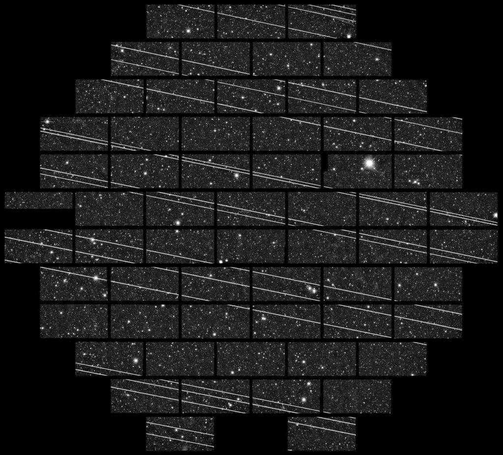 Пролет группы спутников Starlink, запечатленные Межамериканской обсерваторией Серро-Тололо