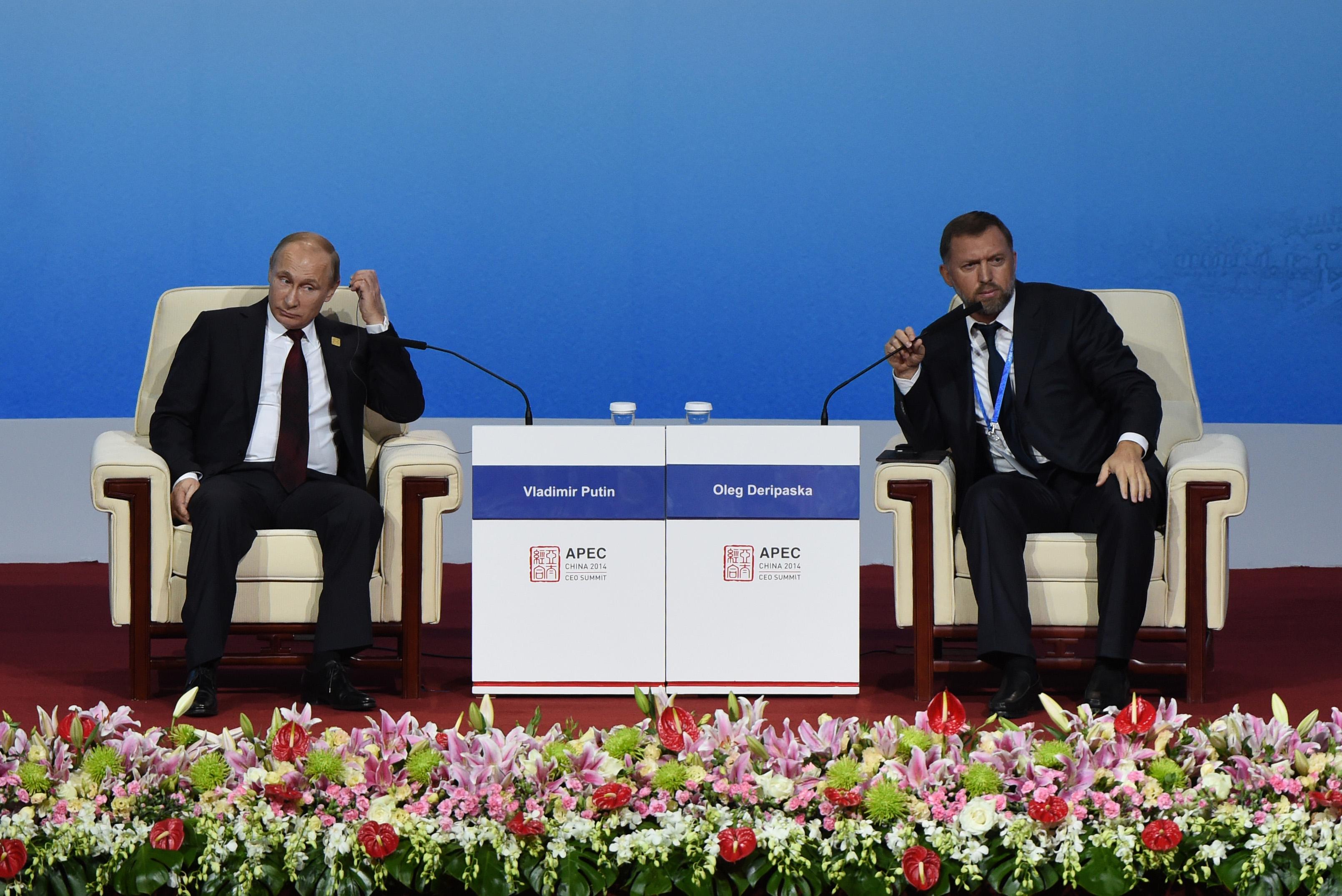 Владимир Путин и Олег Дерипаска (фото – Ванг Жао/EPA)