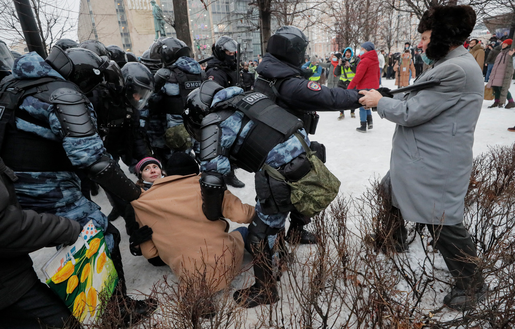 Штаб Навального свернул митинги в двух городах. В Москве акции продолжаются: фото, видео