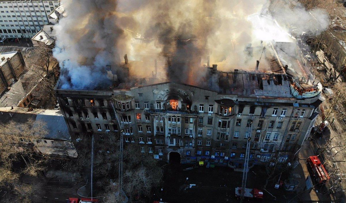 Пожар в торгово-экономическом колледже в Одессе, фото: 24tv