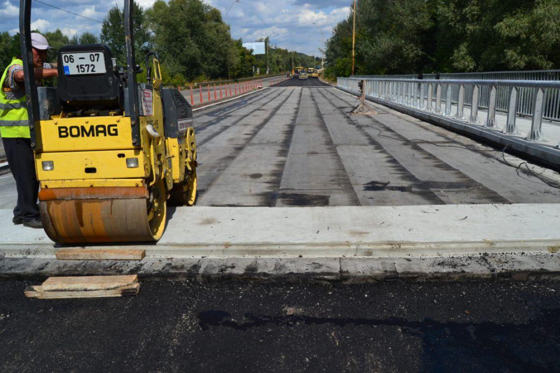 Будівництво мосту