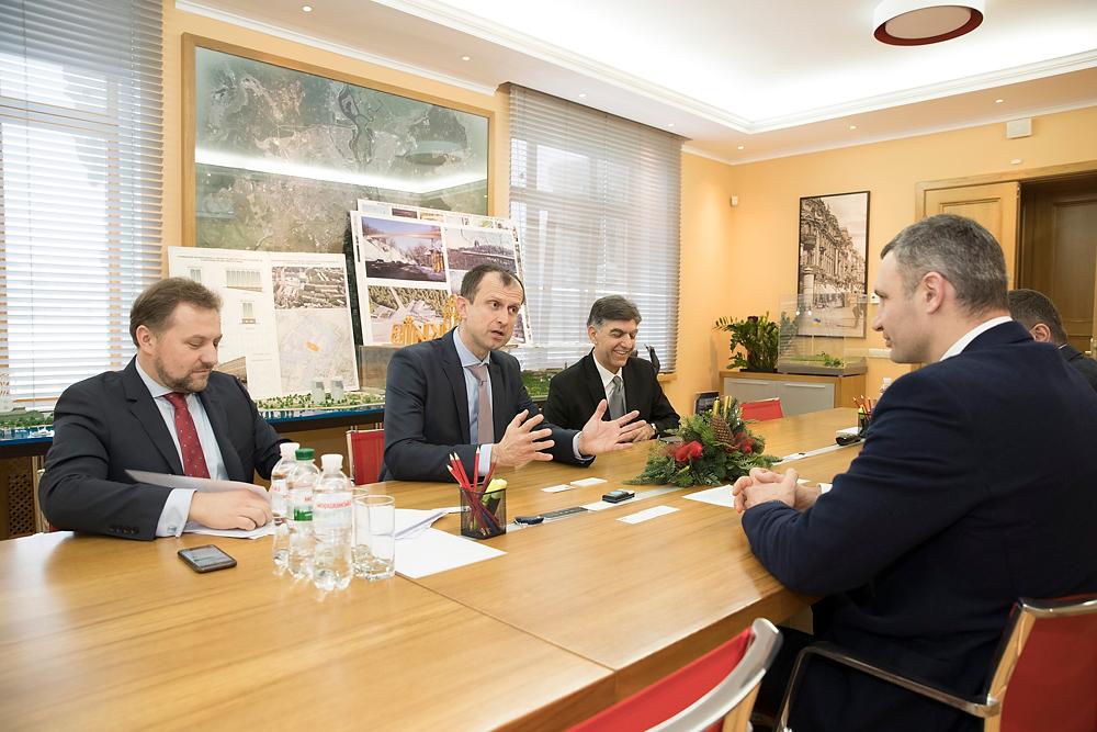 Виталий Кличко на встрече с представителями IKEA, фото: КГГА