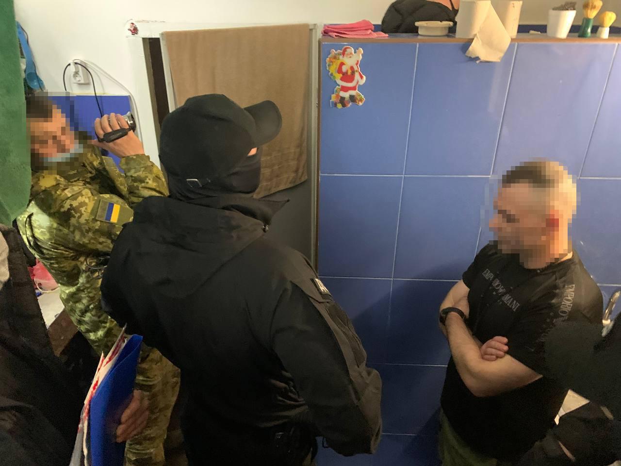 """Впервые в Украине о подозрении сообщили """"вору в законе"""": фото"""