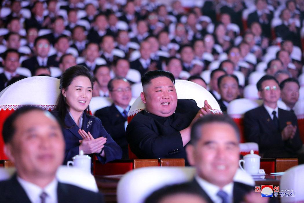 Ли Соль Джу и Ким Чен Ын (Фото: EPA-EFE/KCNA)