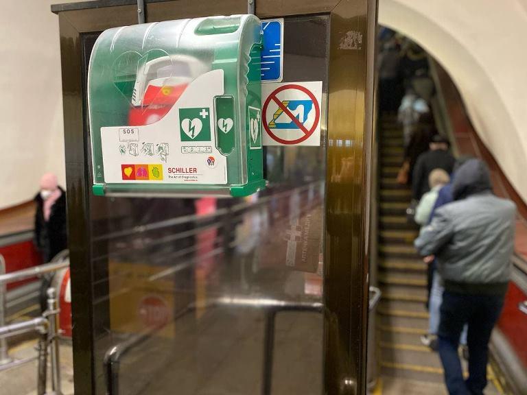 Дефибрилляторы в метро Киева (Фото: пресс-служба метрополитена)