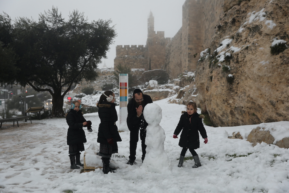У Єрусалимі вперше за шість років випав сніг: фото, відео