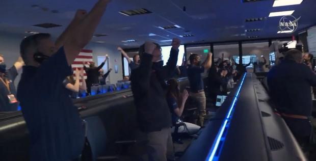 Ликование в NASA после подтверждения успеха