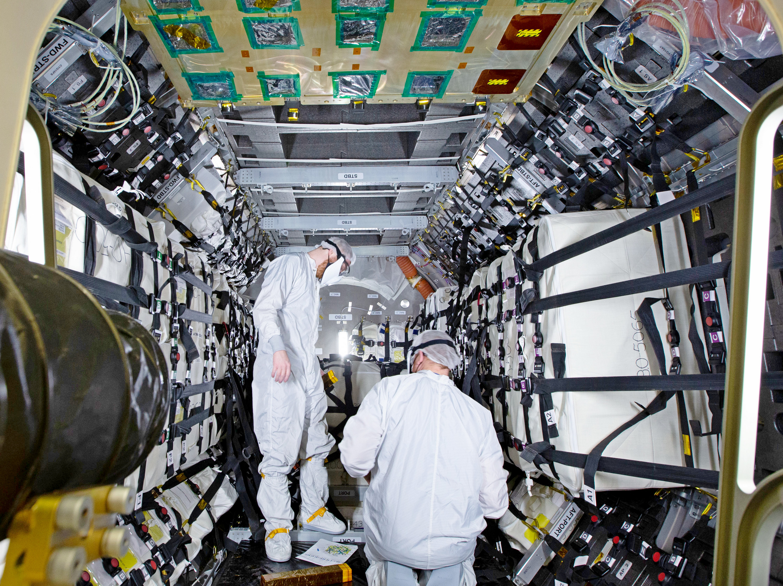 Укладка грузов для МКС (нажмите, чтобы увеличить)