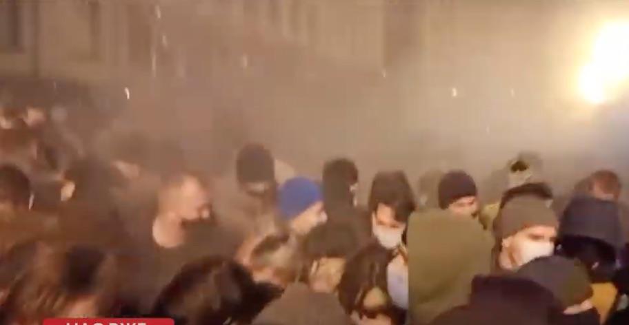 Газ над протестующими (Скриншот трансляции 5 канала)