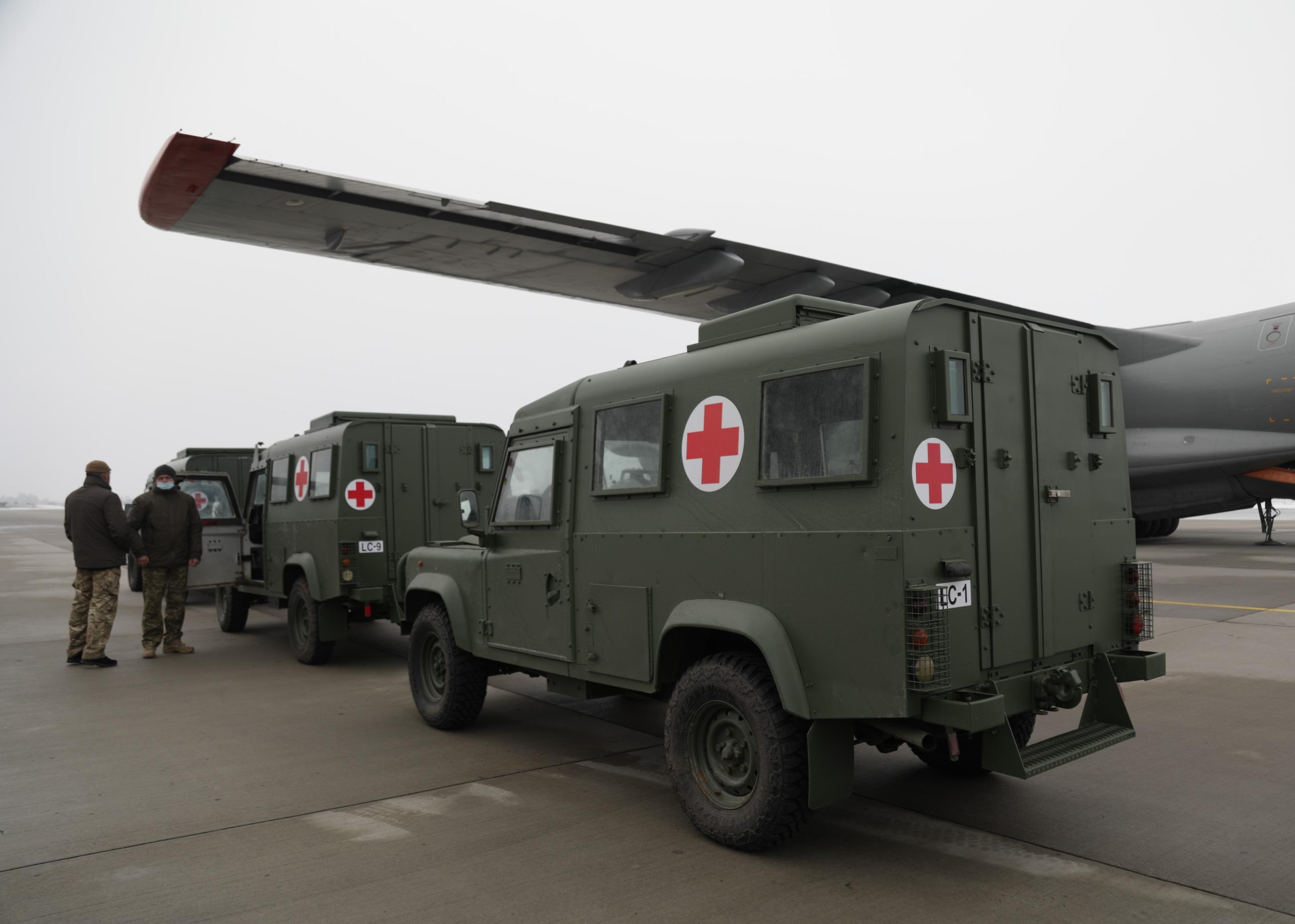 Медицинские легкобронированные автомобили для ВСУ (Фото: Минобороны)