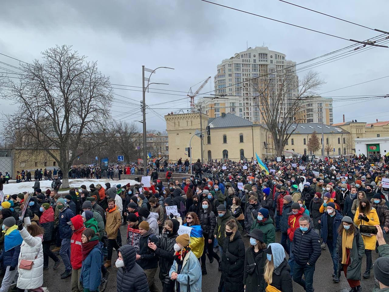 Стерненко. Протестующие забросали файерами офис Венедиктовой – фото, видео