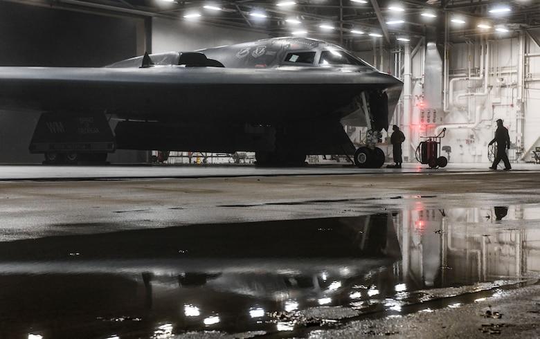Две группы бомбардировщиков ВВС США объединились для миссии на Крайнем Севере – фото