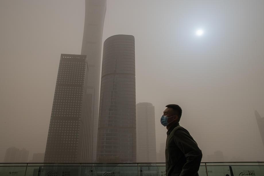 Пекин во второй раз за две недели накрыла песчаная буря