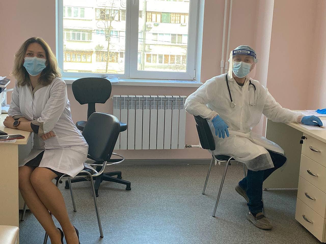 Наталья Шаповал и Владислав Охман ждут пациентов. Фото: Тамара Балаева
