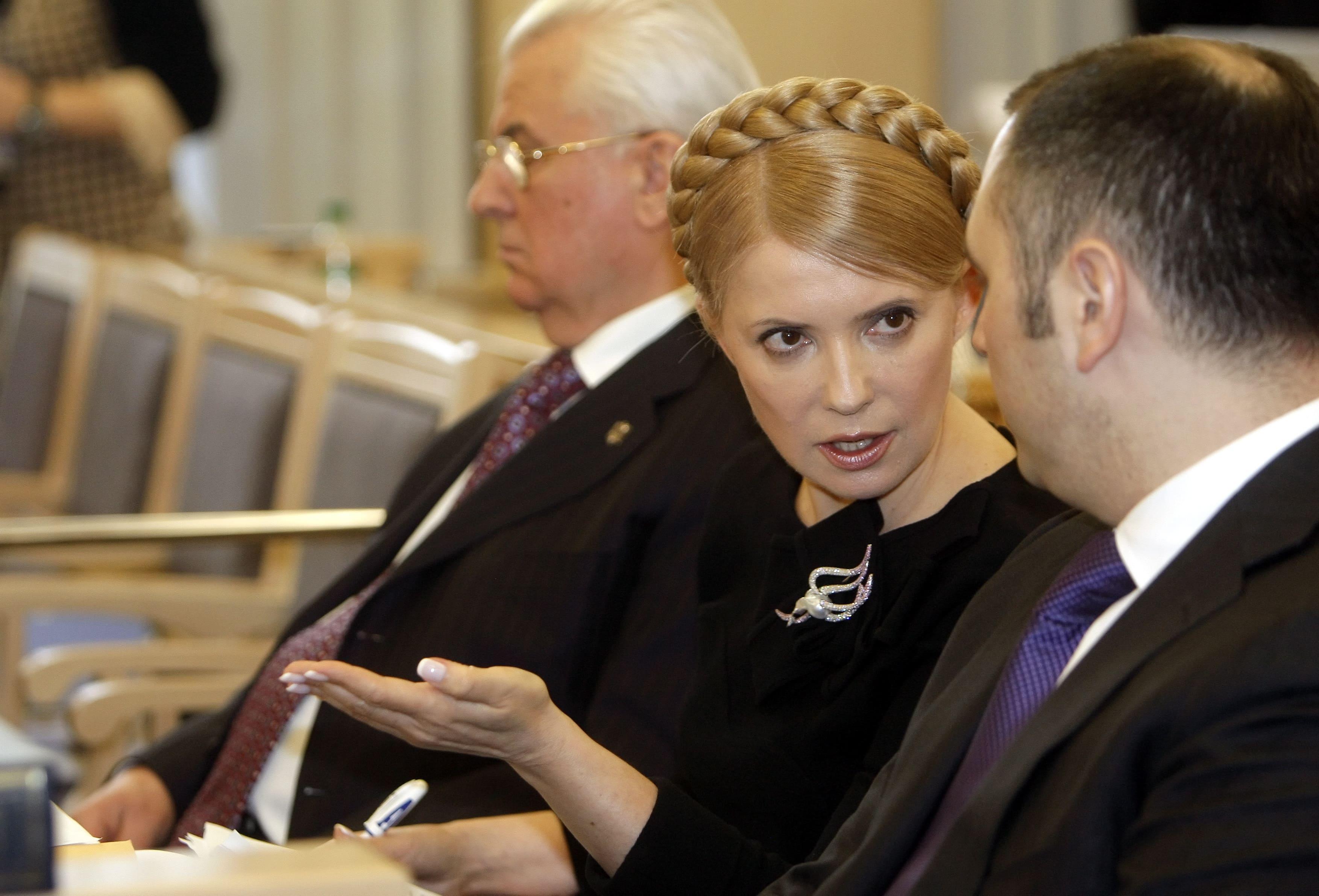Юлия Тимошенко и Андрей Портнов (фото – Сергей Долженко/EPA)