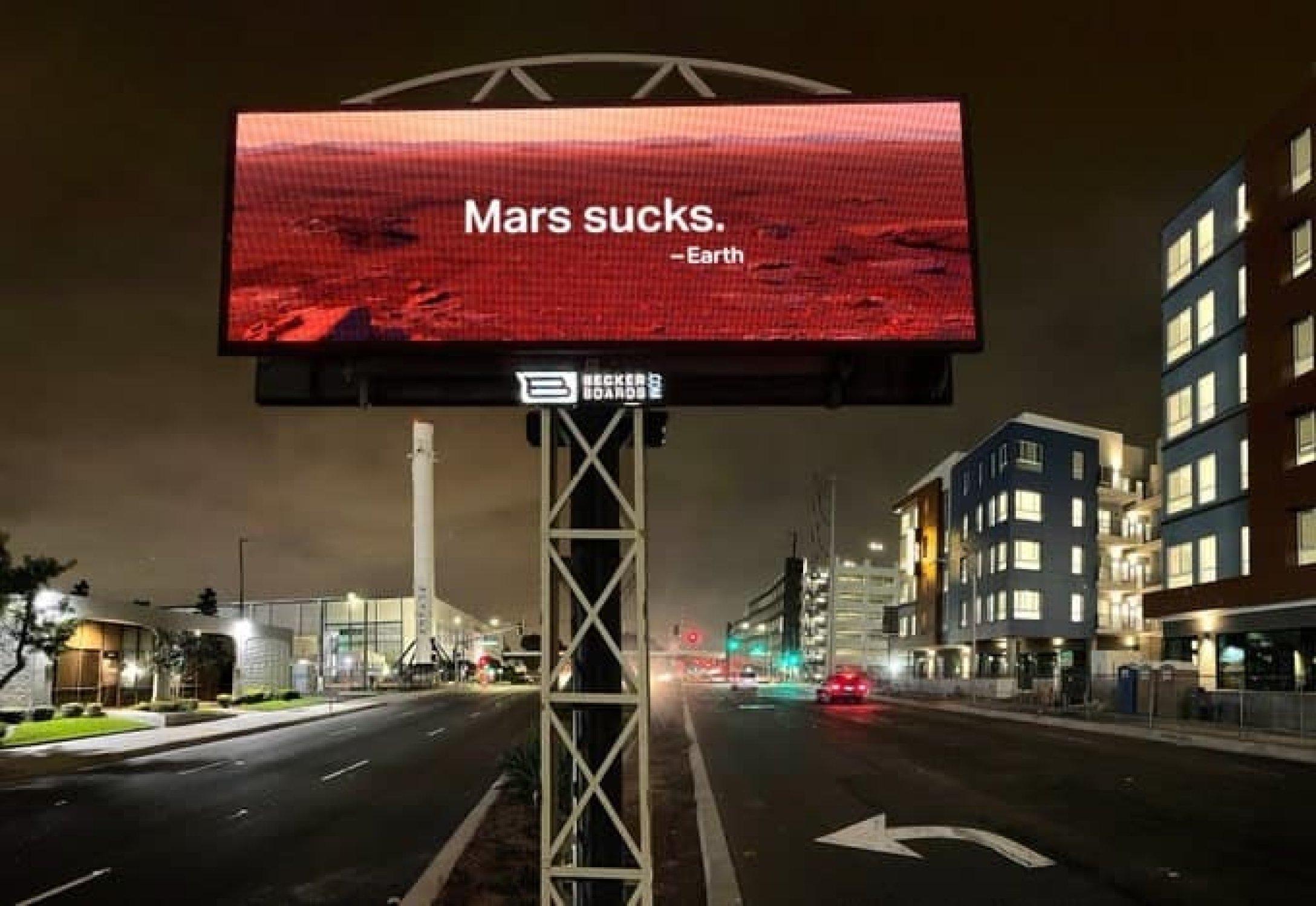 Экоактивисты установили возле штаб-квартиры SpaceX билборд с надписью: Марс -отстой - новости Украины, - LIGA.net