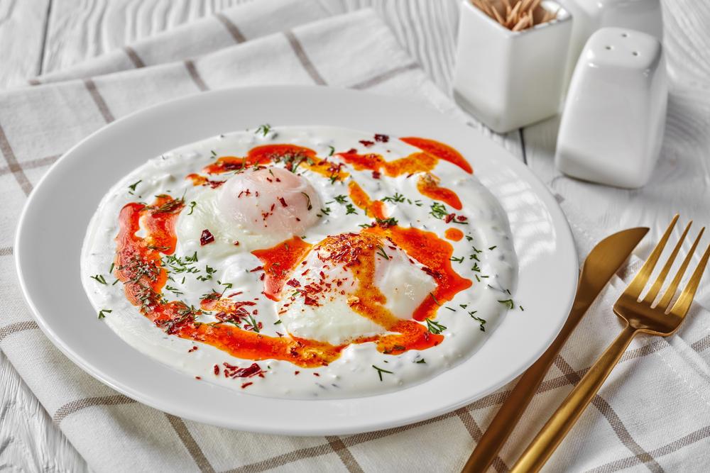 Рецепт яйця пашот з йогрутом