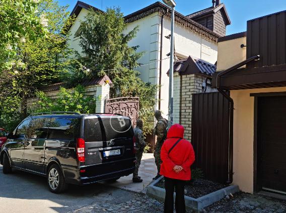 СБУ прийшла з обшуками додому до Медведчука. Підписано підозру в державній зраді