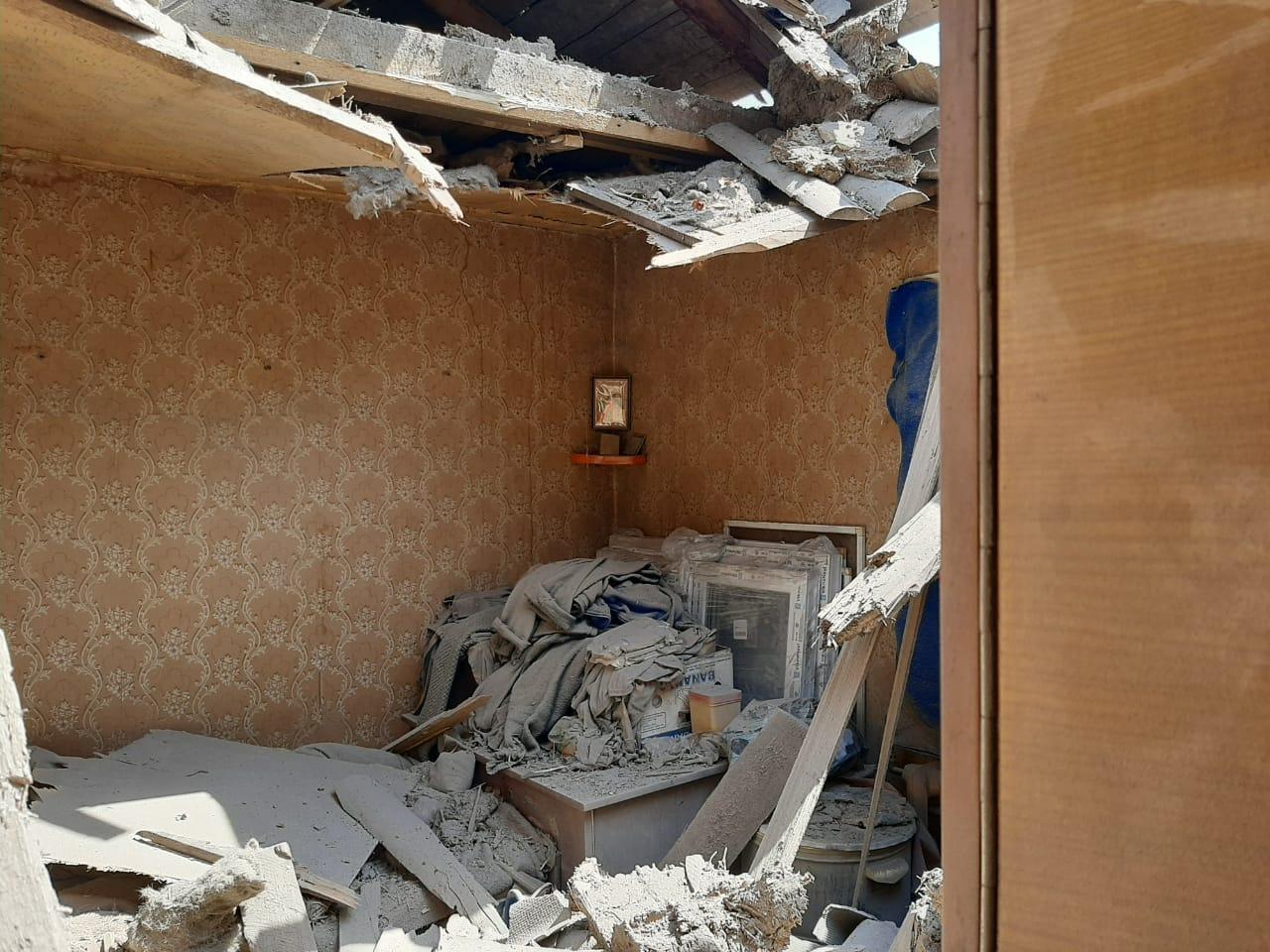 В Песках боевики обстреляли жилой дом: фото