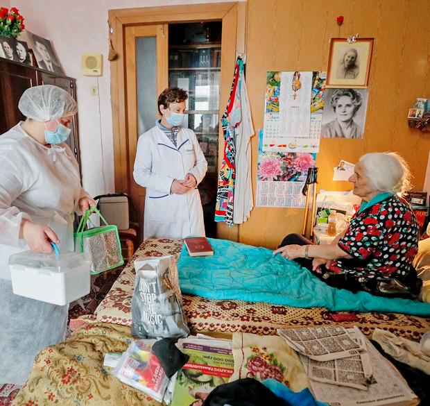 Вакцинация препаратом CoronaVac в Украине (фото – ЕРА)
