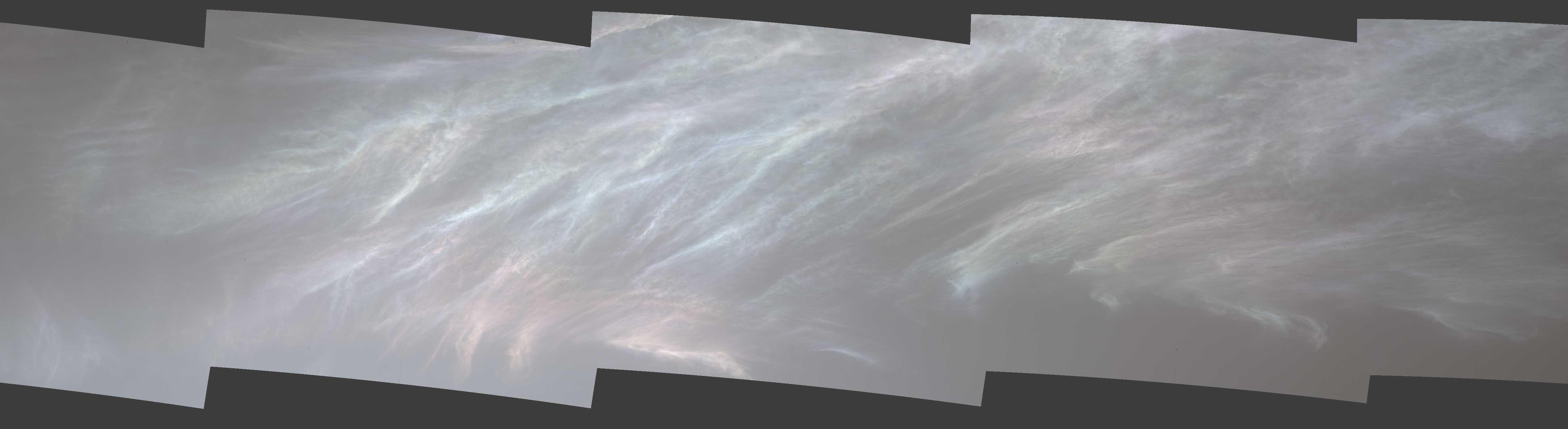 Ровер NASA Curiosity снял сияющие облака на Марсе – анимированные фото