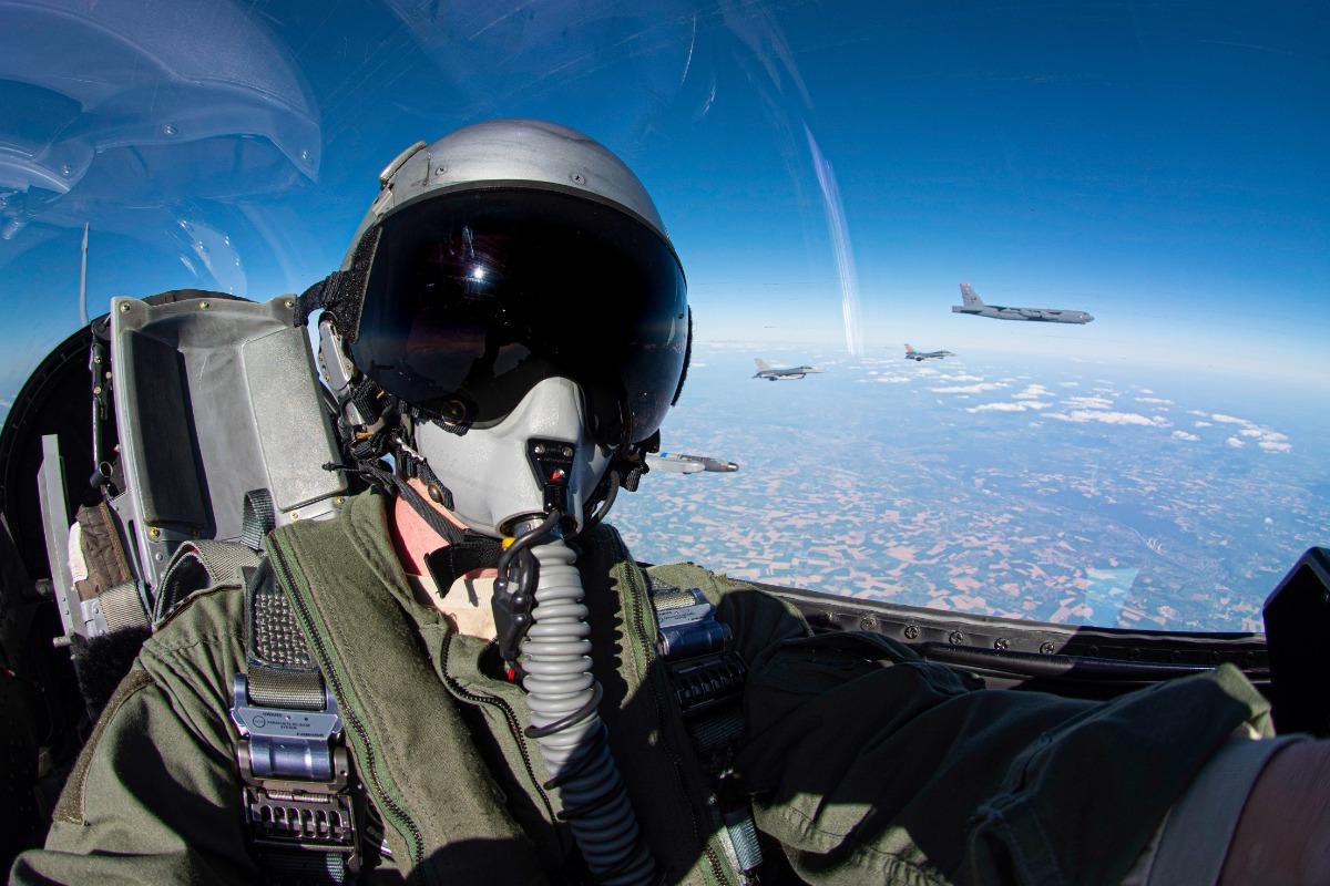 """""""Послание Путину"""". Бомбардировщики США пролетели над всеми странами НАТО – фото"""