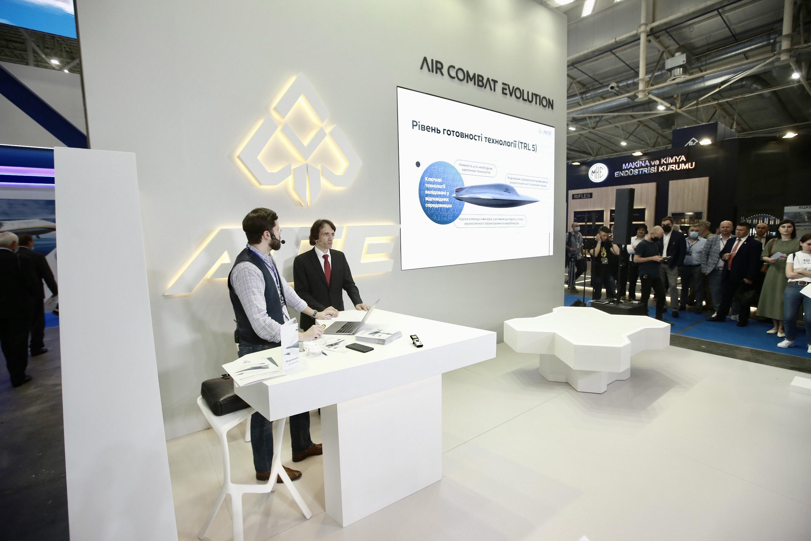 Аналогів у світі немає. Україна представила власний бойовий дрон ACE ONE: фото, відео