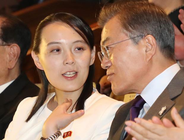 Ким Ё Чжон и Мун Чжэ Ин (фото – ЕРА)