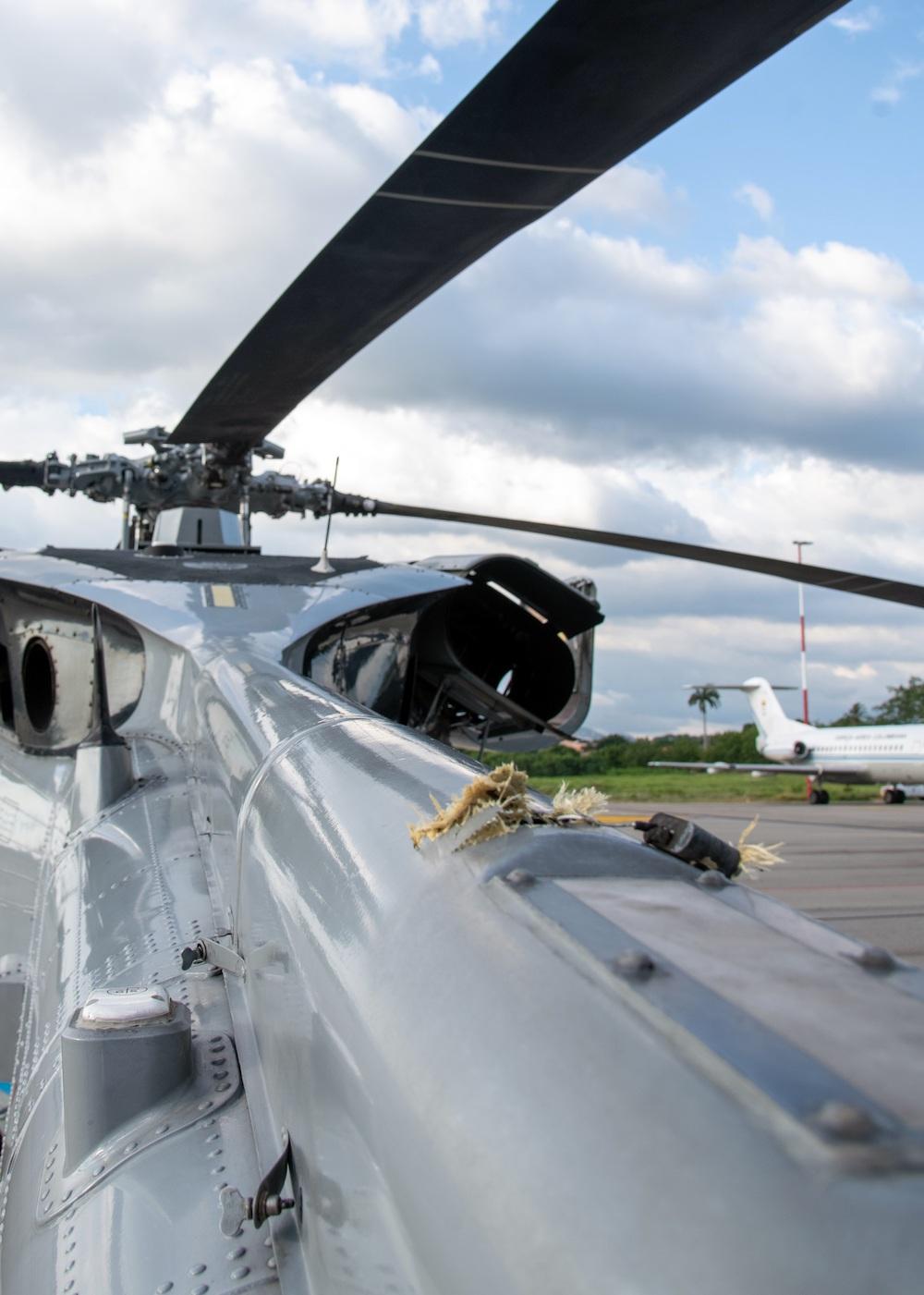 В Колумбии обстреляли вертолет с президентом и министрами: фото, видео