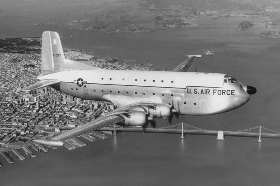 Разбились 68 лет назад. Военные США находят на Аляске останки и вещи солдат