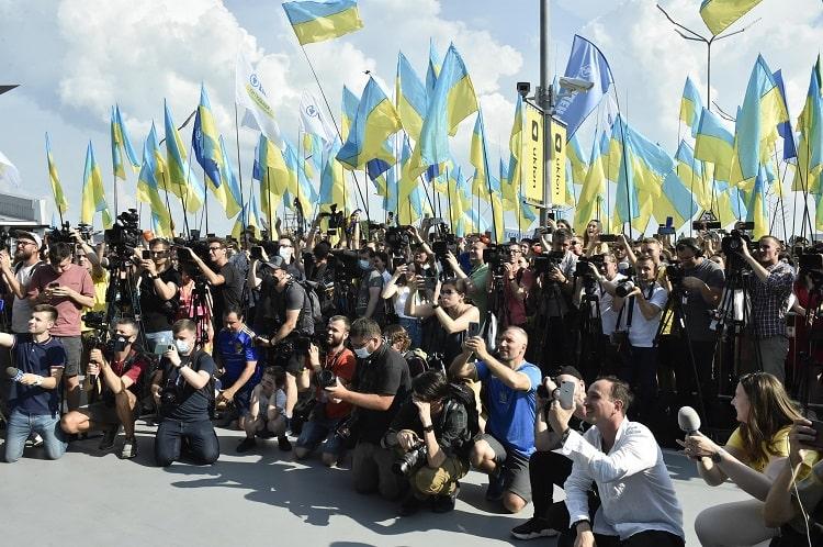 """""""Молодці!"""" Як збірну України зустрічали в Борисполі після Євро-2020 – фото, відео"""
