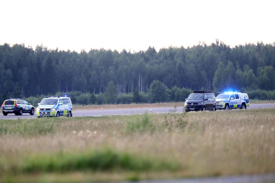 Все пассажиры и пилот погибли. В Швеции разбился самолет с парашютистами – фото
