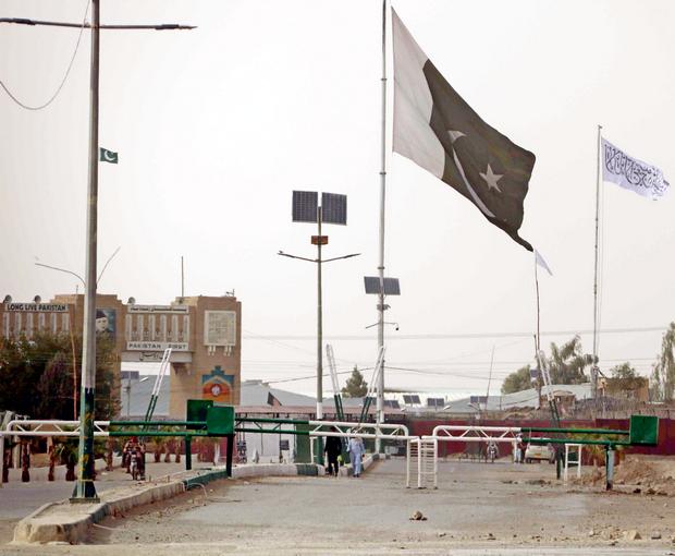Флаг Талибана на границе с Пакистаном (фото: ЕРА)