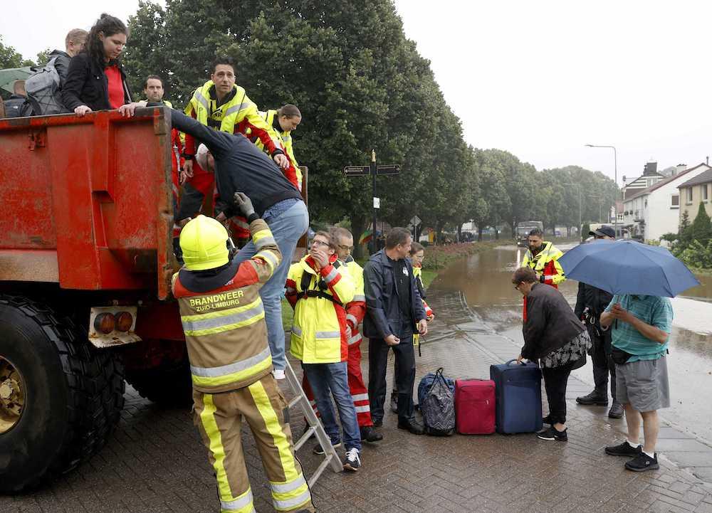 #новости | На юге Нидерландов наводнение прорвало дамбу, эвакуируют сотни людей: фото, видео - новости Украины, Мир