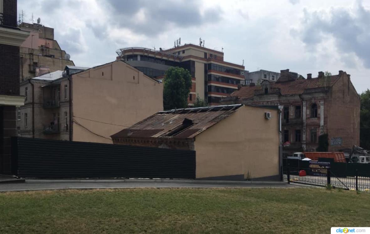 В центре Киева сносят историческое здание XIX века. Готовят место под ЖК: фото, видео