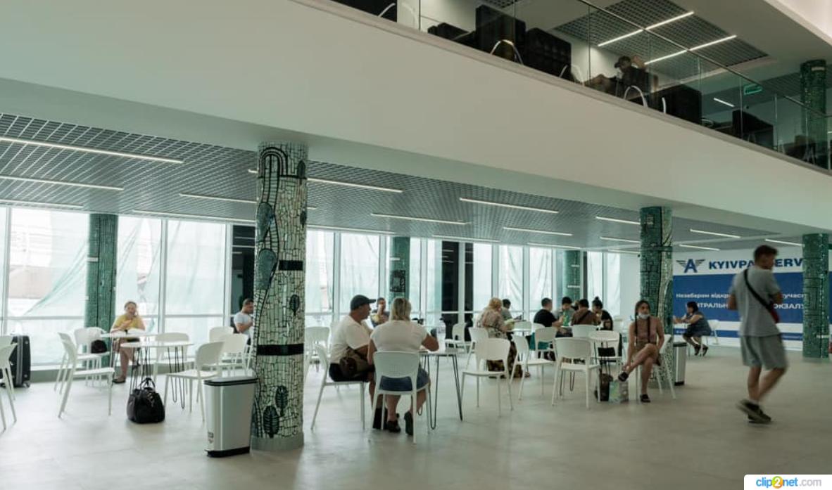 Аеропорт для автобусів: Центральний автовокзал у Києві відкрився після реставрації – фото