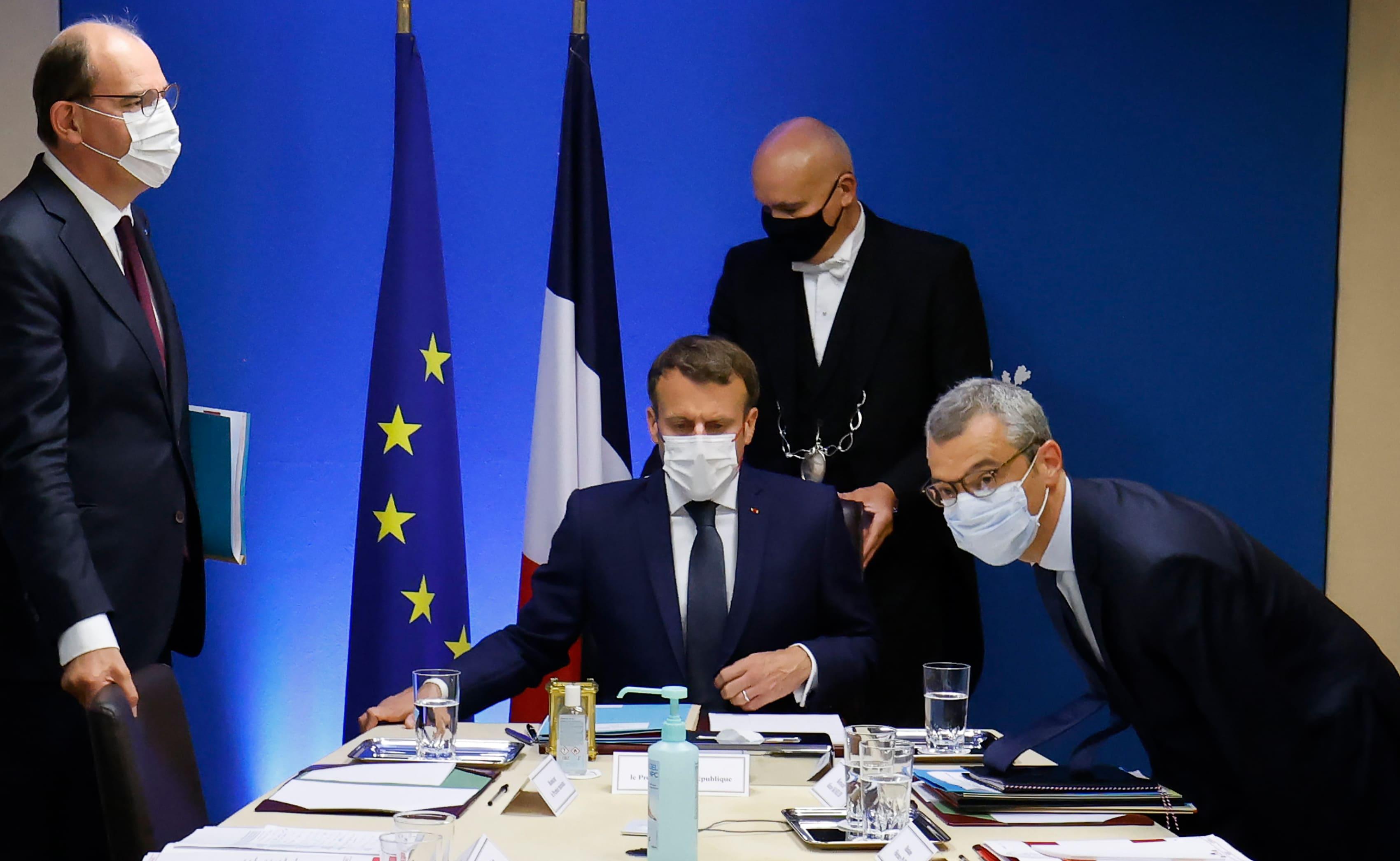 Президент Франции Макрон на совещании по вопросам нацбезопасности, где обсуждали Pegasus, 22 июля (фото – EPA)