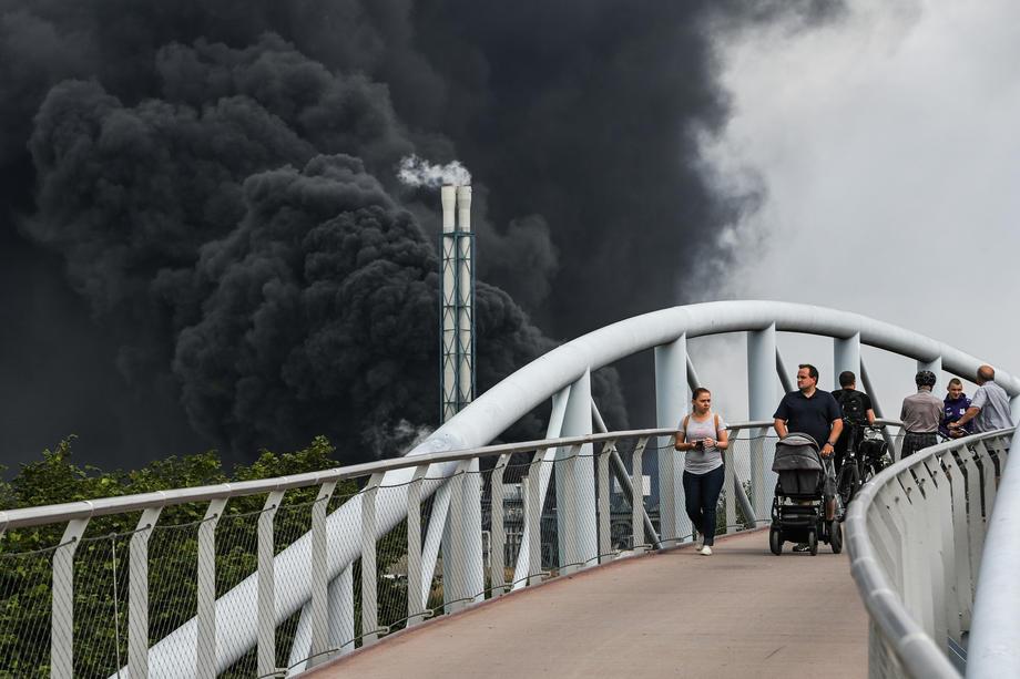 В Германии прогремел взрыв, людей просят закрыть окна и оставаться дома – фото, видео