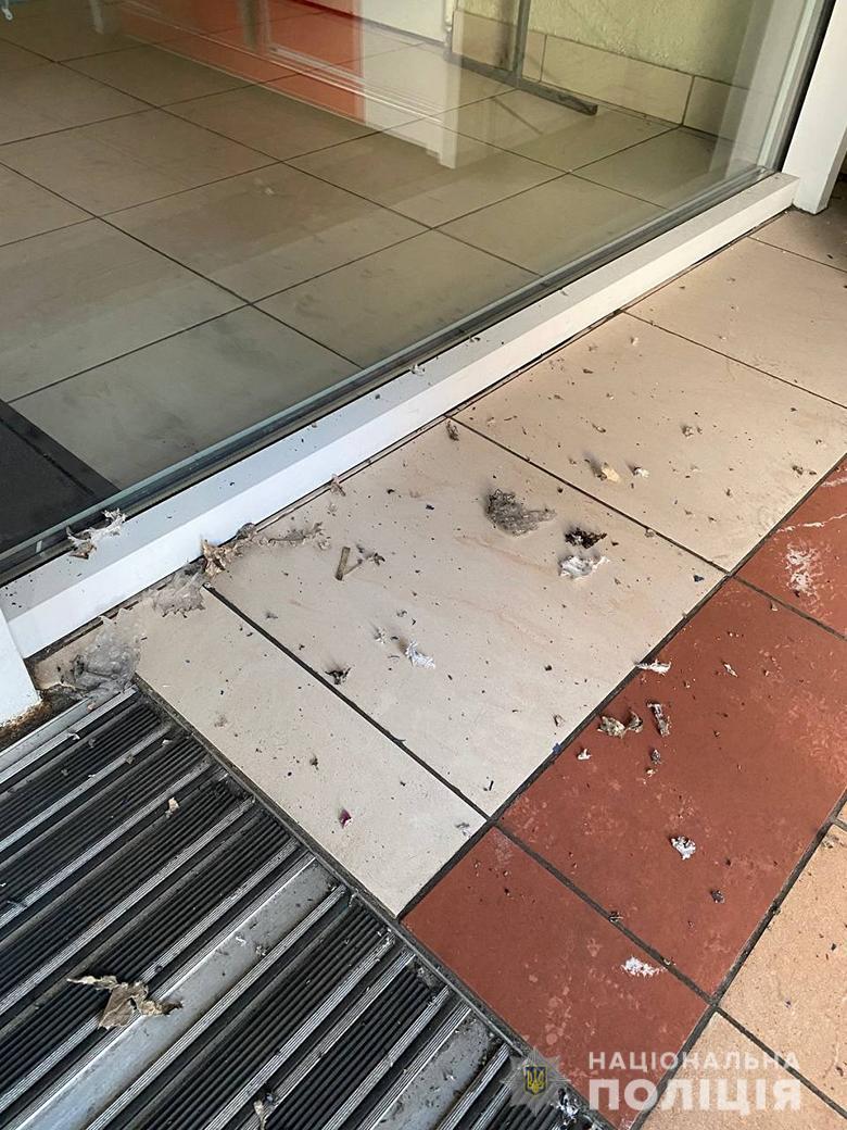В Одесі та у Києві сталися вибухи у поштоматах. Причиною стали саморобні бомби